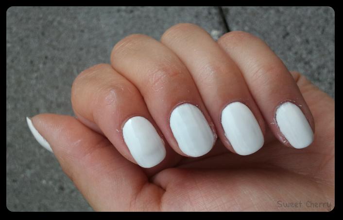 Weißer Nagellack liegt voll im Trend